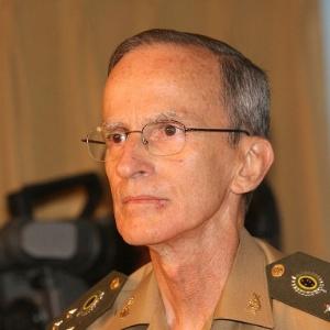 13.jan.2014 - Comandante do Exército, general Enzo Martins Peri