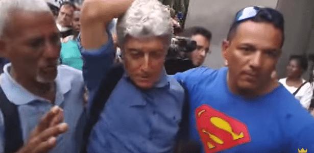Caco Barcellos é hostilizado, agredido e expulso de manifestação no RJ