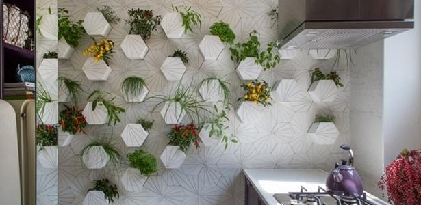 Horta vertical do projeto Jantar à Carioca de Mariana A. Dornelles e Stéfano Barino