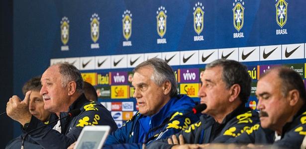 Comissão técnica dá entrevista depois do 7 a 1. Andrade está ao lado de Felipão