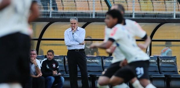 Tite observa o Corinthians, que sofreu com desfalques e empatou por 0 a 0 com o Náutico