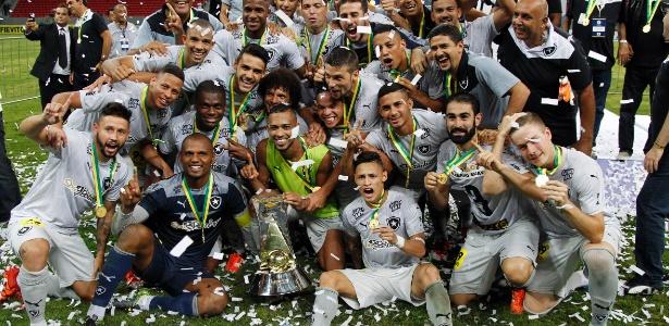 Jogadores do Botafogo comemoram o título da Série B após a vitória sobre o ABC