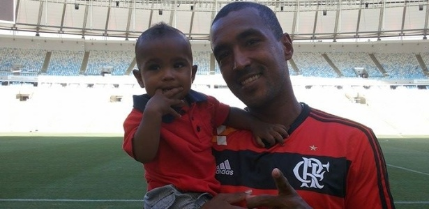 Ex-jogador do Flamengo se dá bem como vendedor de costela no bafo