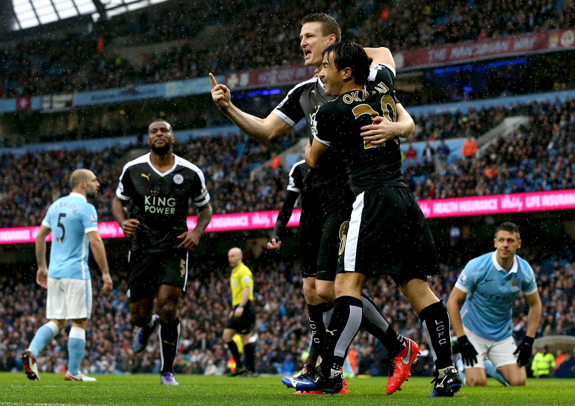 d1a9bb777d Robert Huth comemora gol do Leicester City contra o Manchester City no  Etihad Stadium pelo Campeonato