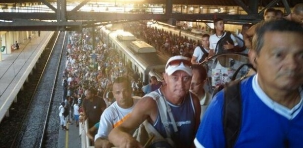 O descarrilamento de um trem, na altura da estação de São Cristóvão, na zona norte do Rio, causou problemas para os passageiros