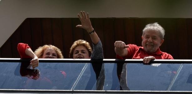 A presidente Dilma Rousseff no prédio onde mora o ex-presidente Luiz Inácio Lula da Silva e Marisa Letícia