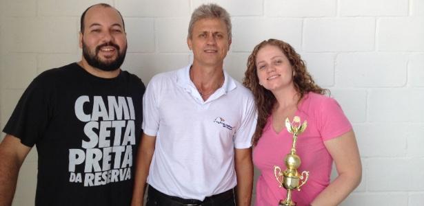 Dilson Kossoski (ao centro) entrega prêmio a franqueados de Goiânia (GO)