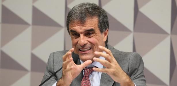 O advogado-geral da União, José Eduardo Cardozo, durante sessão da comissão especial de impeachment do Senado