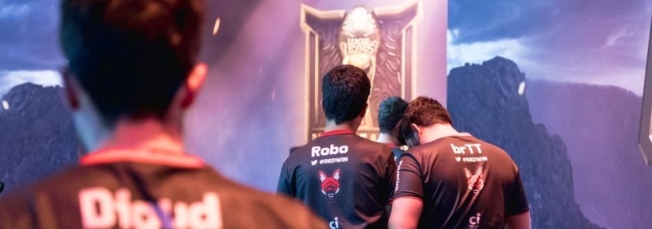 SuperMassive derrota Red Canids e toma liderança do Grupo A no MSI